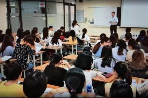 Ông Eiji Asano – Tổng Giám đốc Yamada Consulting & Spire Việt Nam – chia sẻ về nghề tư vấn tại trường Đại học Ngoại thương Hà Nội